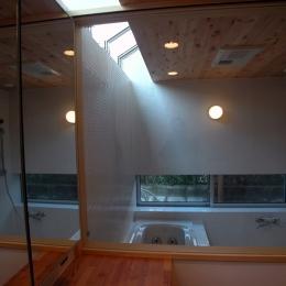 厚木の家 (トップライトのある浴室)