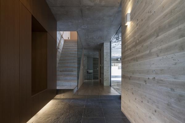 上大岡の家の部屋 玄関2(撮影:淺川敏)