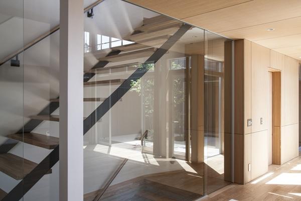 上大岡の家の部屋 階段(撮影:淺川敏)