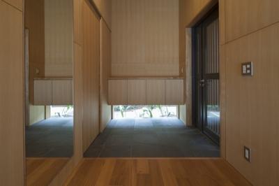 玄関(撮影:淺川敏) (狛江の家)