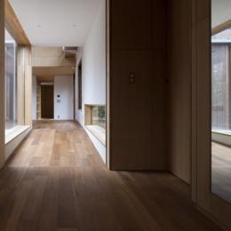 狛江の家 (廊下1(撮影:淺川敏))
