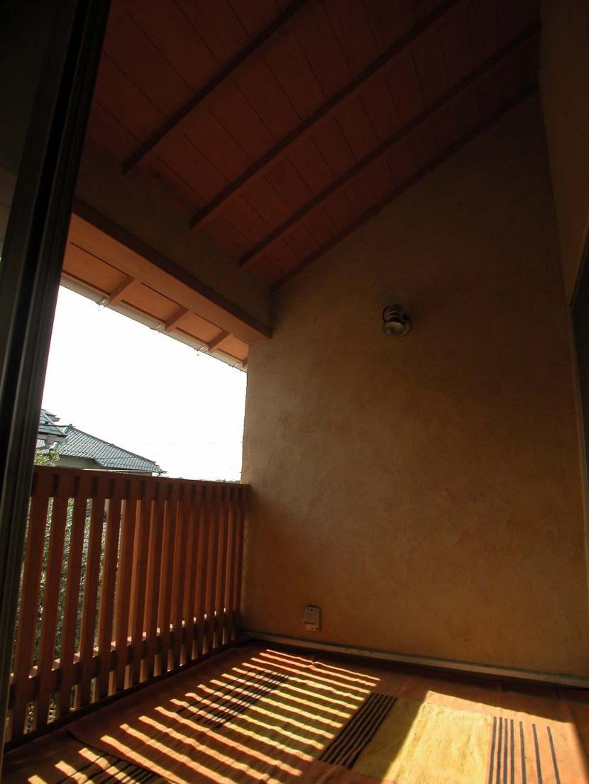 アウトドア事例:インナーバルコニー(踏み天井の家)