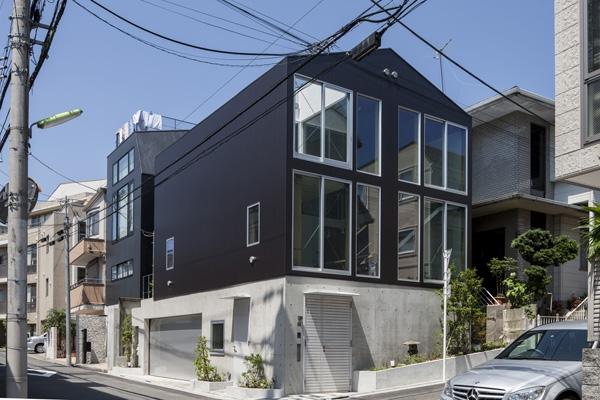 建築家:田井幹夫「松原の切妻」