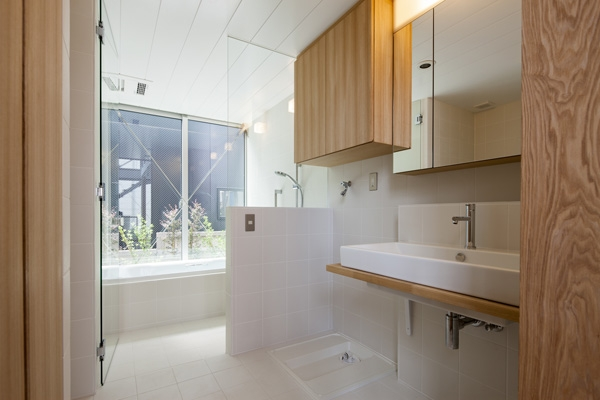 松原の切妻の部屋 浴室(撮影:淺川敏)