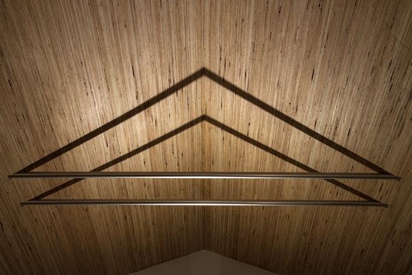 松原の切妻の写真 天井(撮影:淺川敏)