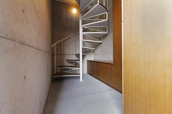 KEELS −四谷四丁目プロジェクト (螺旋階段2(撮影:淺川敏))