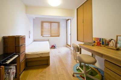 子供部屋 (廊下を通れば見えてしまう!勉強頑張ってるかな?)