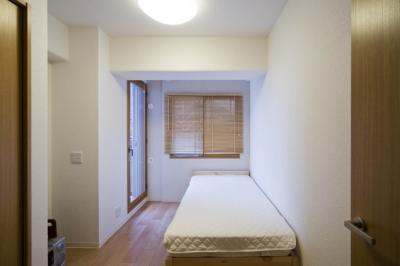ベッドルーム (廊下を通れば見えてしまう!勉強頑張ってるかな?)
