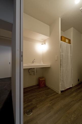 使用する素材や設備も、自分たちらしく。好きなモノで造ったちょうどいい空間にリノベーションの部屋 洗面台
