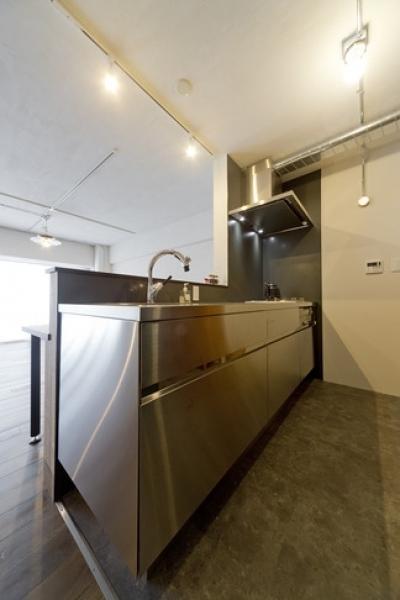 キッチン (使用する素材や設備も、自分たちらしく。好きなモノで造ったちょうどいい空間にリノベーション)