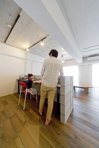 使用する素材や設備も、自分たちらしく。好きなモノで造ったちょうどいい空間にリノベーションの写真 書斎