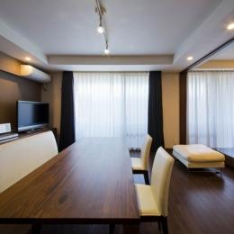 ペニンシュラ型キッチンはホテルライクリノベーションによくお似合い
