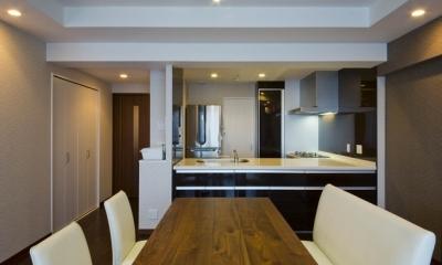 ダイニングキッチン|ペニンシュラ型キッチンはホテルライクリノベーションによくお似合い