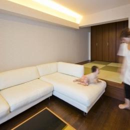 ペニンシュラ型キッチンはホテルライクリノベーションによくお似合い (リビング)