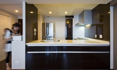 ペニンシュラ型キッチンはホテルライクリノベーションによくお似合い (キッチン1)