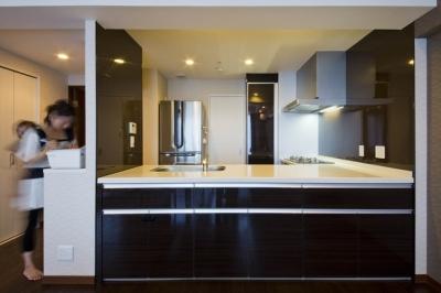 キッチン1 (ペニンシュラ型キッチンはホテルライクリノベーションによくお似合い)