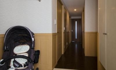 玄関|ペニンシュラ型キッチンはホテルライクリノベーションによくお似合い