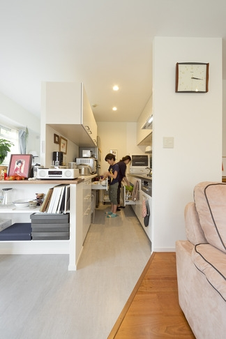 6帖のコンパクトなリビング。これが私サイズでとっても心地良いの写真 キッチン1