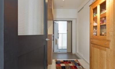 玄関を通ってリビング扉をあけると玄関。 (廊下)