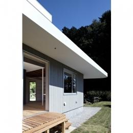 陽傘の家 (庭(撮影:鳥村鋼一))