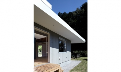 庭(撮影:鳥村鋼一)|陽傘の家