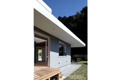 庭(撮影:鳥村鋼一) (陽傘の家)
