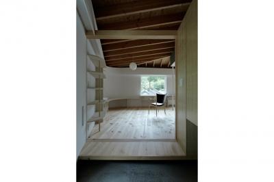 玄関(撮影:鳥村鋼一) (陽傘の家)