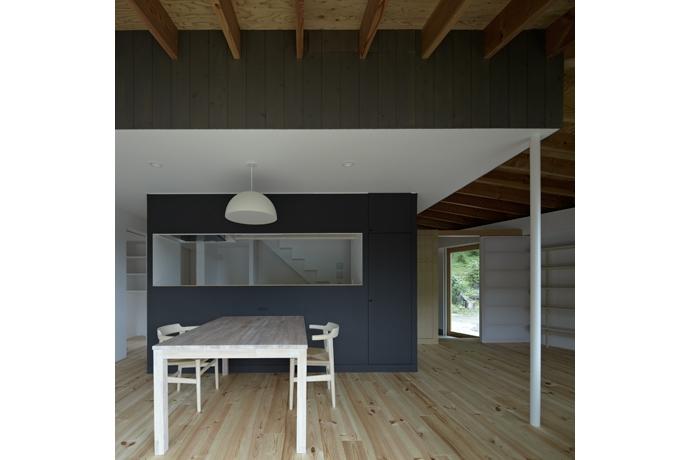 陽傘の家 (ダイニングキッチン(撮影:鳥村鋼一))