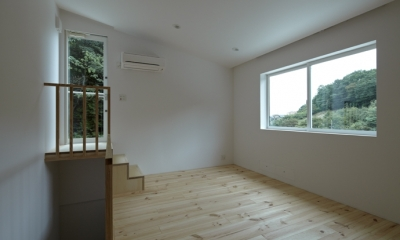 陽傘の家 (ベッドルーム1(撮影:鳥村鋼一))