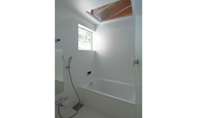 陽傘の家 (浴室(撮影:鳥村鋼一))