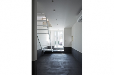 Room1-玄関(撮影:鳥村鋼一) (sandwich apartment)
