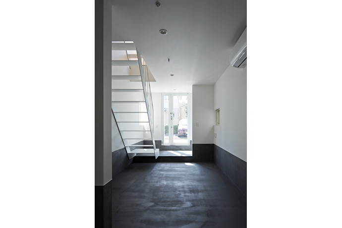 玄関事例:Room1-玄関(撮影:鳥村鋼一)(sandwich apartment)