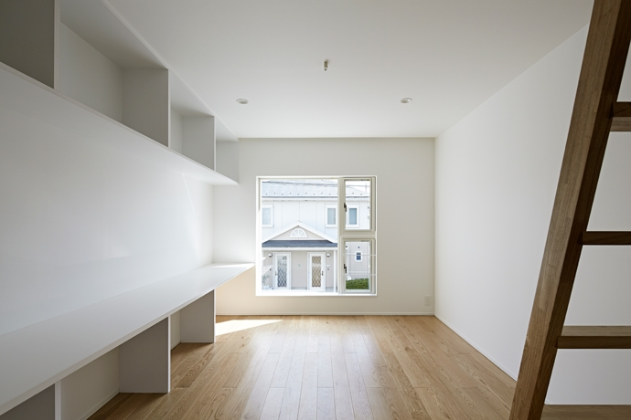 sandwich apartmentの部屋 Room2-リビング(撮影:鳥村鋼一)
