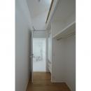 Room2-浴室入口(撮影:鳥村鋼一)