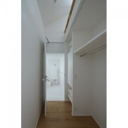 sandwich apartment (Room2-浴室入口(撮影:鳥村鋼一))