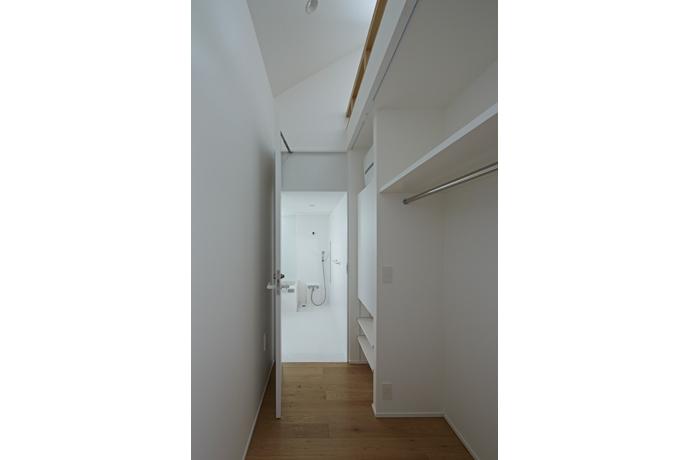 sandwich apartmentの部屋 Room2-浴室入口(撮影:鳥村鋼一)