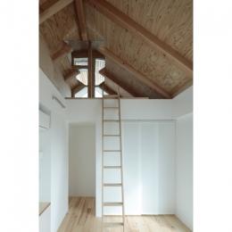 石神井台の家 (ベッドルームからロフトを眺める(撮影:鳥村鋼一))