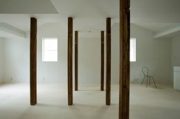 wooden forest apartement (柱を風景として捉える1(撮影:鳥村鋼一))