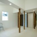wooden forest apartementの写真 柱の間の空間-After(撮影:鳥村鋼一)