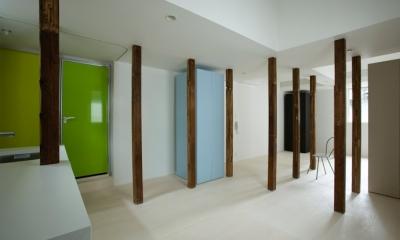柱を風景として捉える2(撮影:鳥村鋼一)|wooden forest apartement