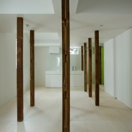 wooden forest apartement (柱を風景として捉える3(撮影:鳥村鋼一))