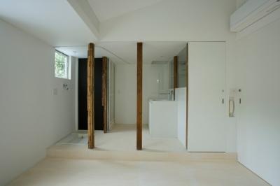 柱を風景として捉える4(撮影:鳥村鋼一) (wooden forest apartement)