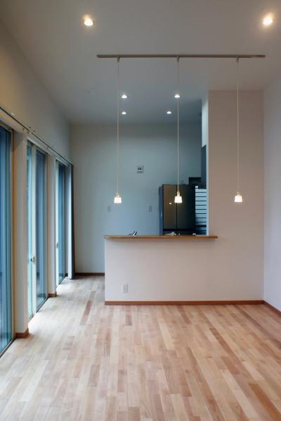 3.5Mの天井高リビング (House-F 中庭ロフト付き住宅)