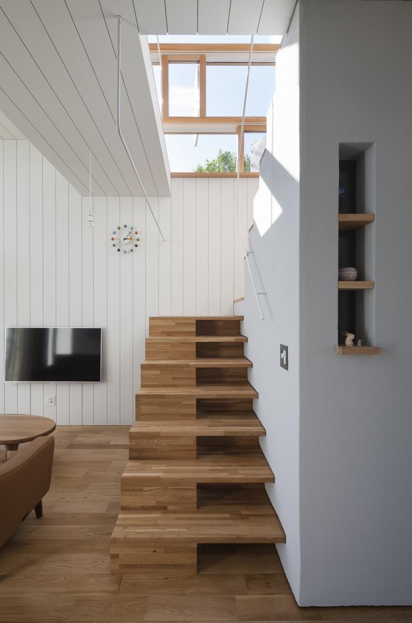 風景を通す家の写真 階段