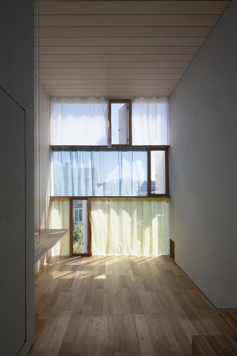 風景を通す家の写真 書斎