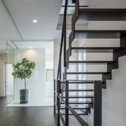 卯之町の家 (階段2(撮影:藤村泰一))