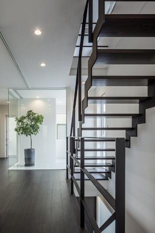 卯之町の家の部屋 階段2(撮影:藤村泰一)