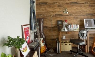 古さを活かして壁はアーチに。60年代や70年代の住まいのようなヴィンテージ風の家 (書斎2)