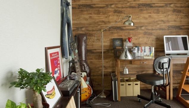 古さを活かして壁はアーチに。60年代や70年代の住まいのようなヴィンテージ風の家の部屋 書斎2
