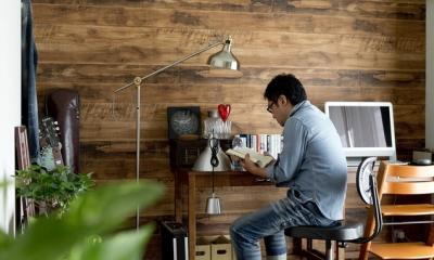 古さを活かして壁はアーチに。60年代や70年代の住まいのようなヴィンテージ風の家 (書斎3)